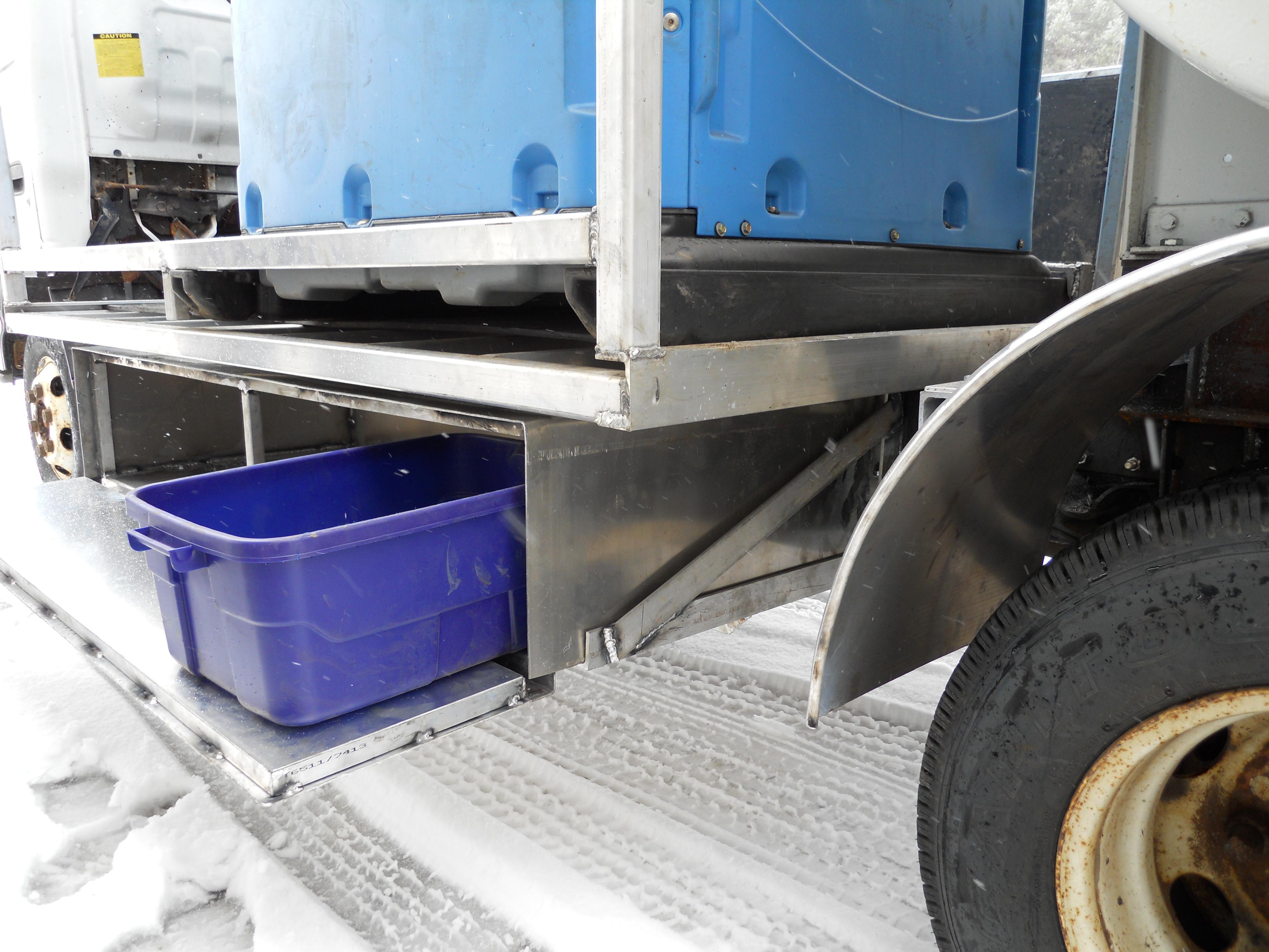 Portable Toilet Service Truck Under Bed Storage Bin Hebel Welding Machine